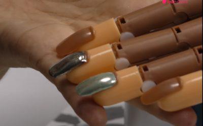 Cómo aplicar el efecto espejo en las uñas