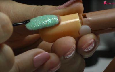 Cómo aplicar el efecto sirena en las uñas